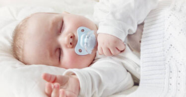 How To Keep Pacifier In Newborn Mouth - info parenting